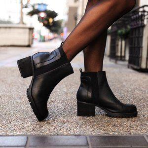 MIA | NWT Colten Chelsea Boot